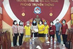 Hội nữ Doanh nhân An Giang hỗ trợ bà con từ TP.HCM về quê