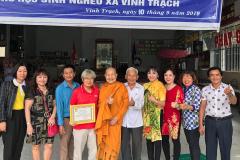 Phát bánh trung thu cho các em nghèo vùng sâu huyện Thoại Sơn